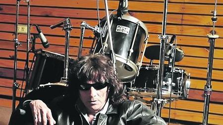 Fans-musicos-despidieron-Ruben-Basoalto_IECIMA20101104_0022_7